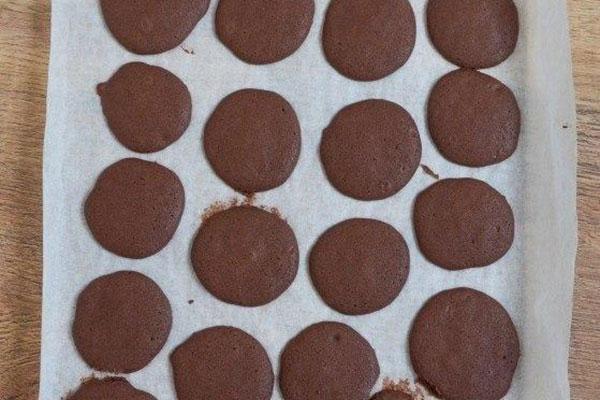 shokoladnie-vupi-so-slivkami6