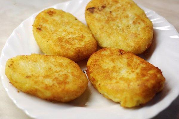 kartofelnie-kotleti-s-kuricei