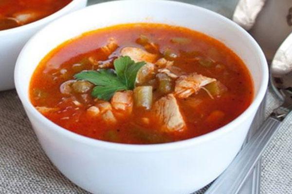 tomatnii-sup-s-fasoliu